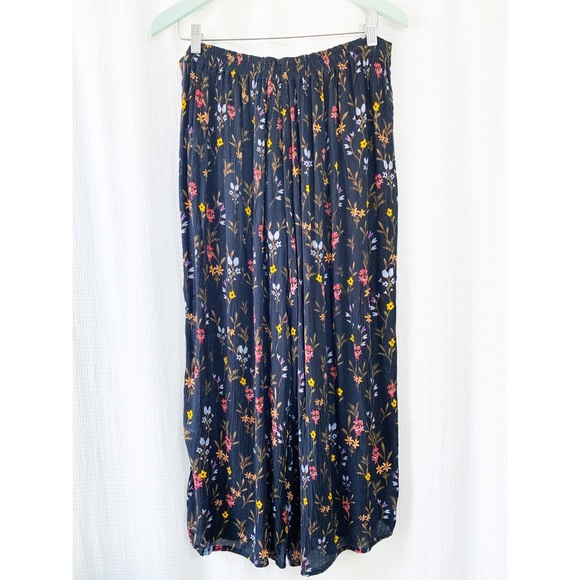Cropped flowy wide leg floral pants